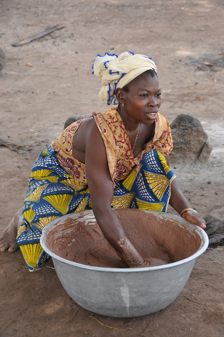 Young woman processing Shea butter. Credit: Bioversity International/B.Vinceti