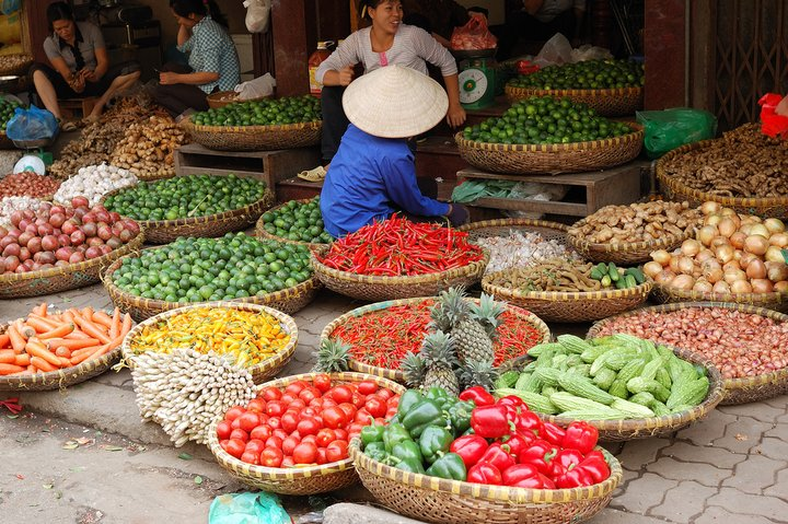 Market in Hanoi, Vietnam. Credit: Flickr/Rosno