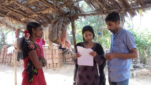 Bottom: Students interviewing a female head of household as part of 5CAPS-G project. India. Credit: Bioversity International/G. Meldrum