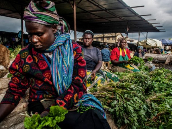 Women selling indigenous vegetables in a market in Nairobi. Credit: Pete Muller/Prime for Nature