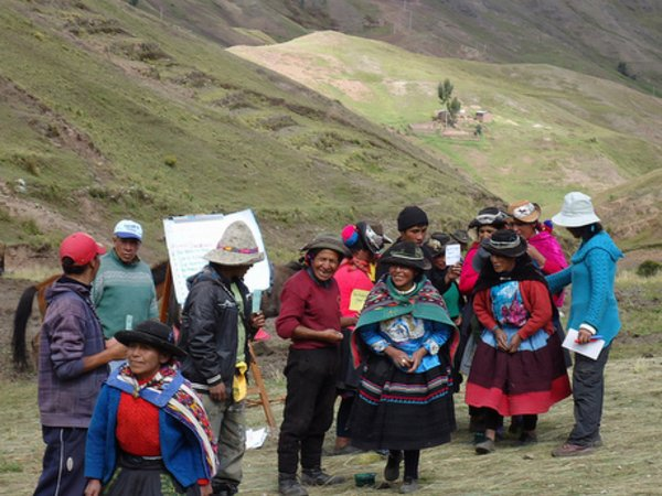 Working with potato diversity in the Andes. Photo: CIP/Jacqueline Becker