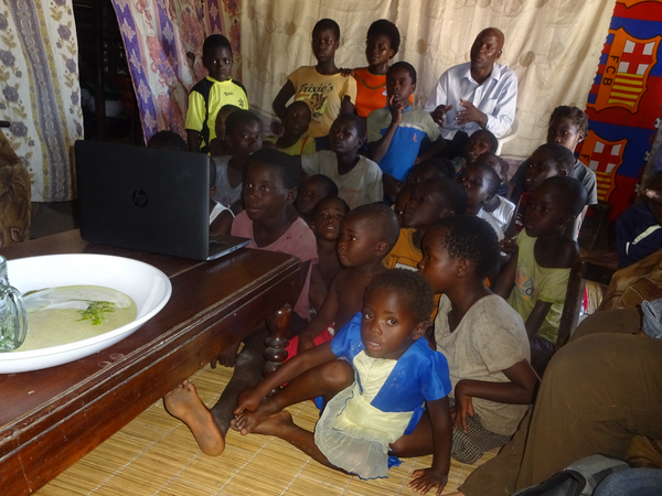 Men, women and children watch a film about research done in their village in Barotse, Zambia. Credit: Bioversity International/N. Estrada-Carmona