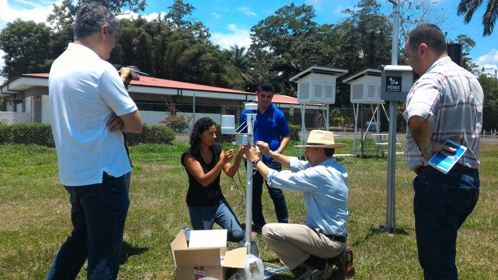 Bioversity International staff in Costa Rica being trained to install and maintain weather stations. Bioversity International/G. Meldrum