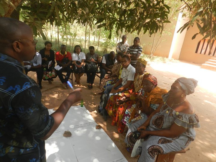 Photo: Participatory excercises conducted during the training Resilient seed systems and adaptation to climate change. Benin, 15-18, December 2015. Credit: Bioversity International/Wilfried Anagonou