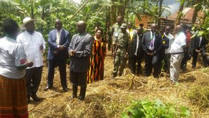 Uganda President Museveni talking to farmer Starnley Rwabukye and his wife. Starnley is one of the farmers participating in a Bioversity International and NARO project to reduce the incidence of banana bacterial wilt in Uganda. Credit: Bioversity International/J.Turyatemba