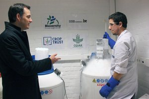 Belgium Deputy Prime Minister and Minister for Development Cooperation, Alexander De Croo, visiting the cryopreservation facilities at the ITC. Credit: Bioversity International/N. Capozio