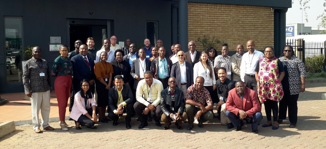 Participants in the project 'Bridging agriculture and environment: Southern African crop wild relative regional network'. The project is funded by the Darwin Initiative of the UK Government. Credit: Barnabas W. Kapange