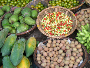 Colourful display of fruits on sale at traditional market in Indonesia. Credit: Bioversity International/F. De La Cruz