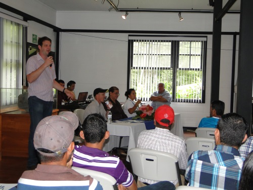 Dr. Jacob van Etten welcomes particpants to banana disease management workshop. Credit: Bioversity International