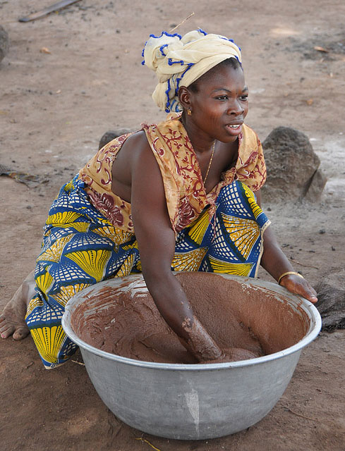 Young woman processing shea nuts. Credit: Bioversity International/B. Vinceti